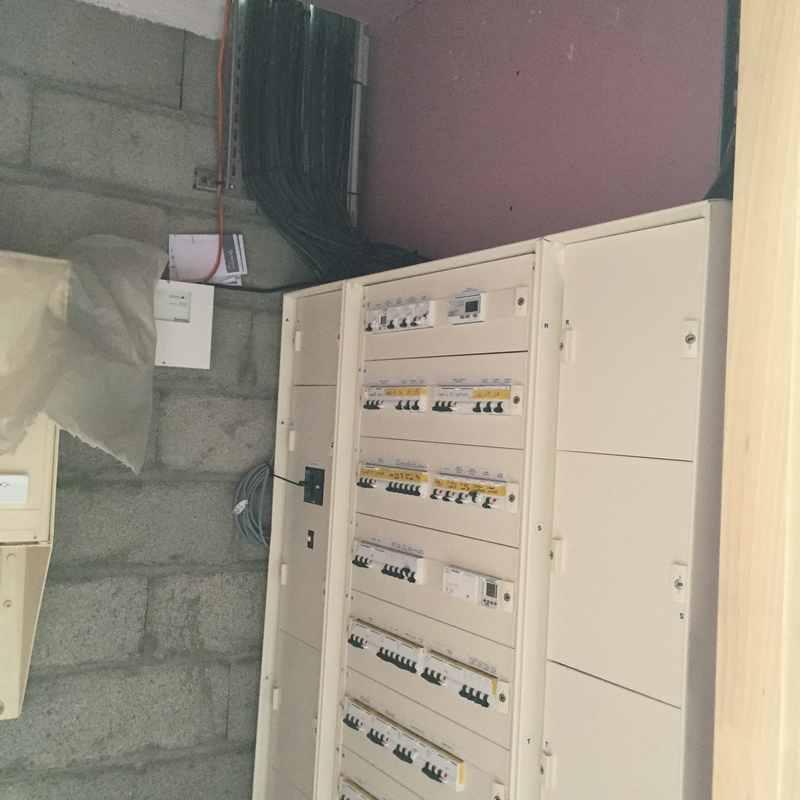 Logo de SARL J M ELEC, société de travaux en Installation électrique : rénovation complète ou partielle