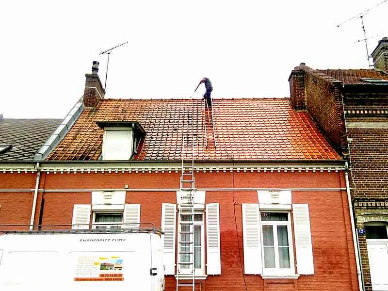 Logo de Entreprise sury, société de travaux en Nettoyage de toitures - façades - bardages