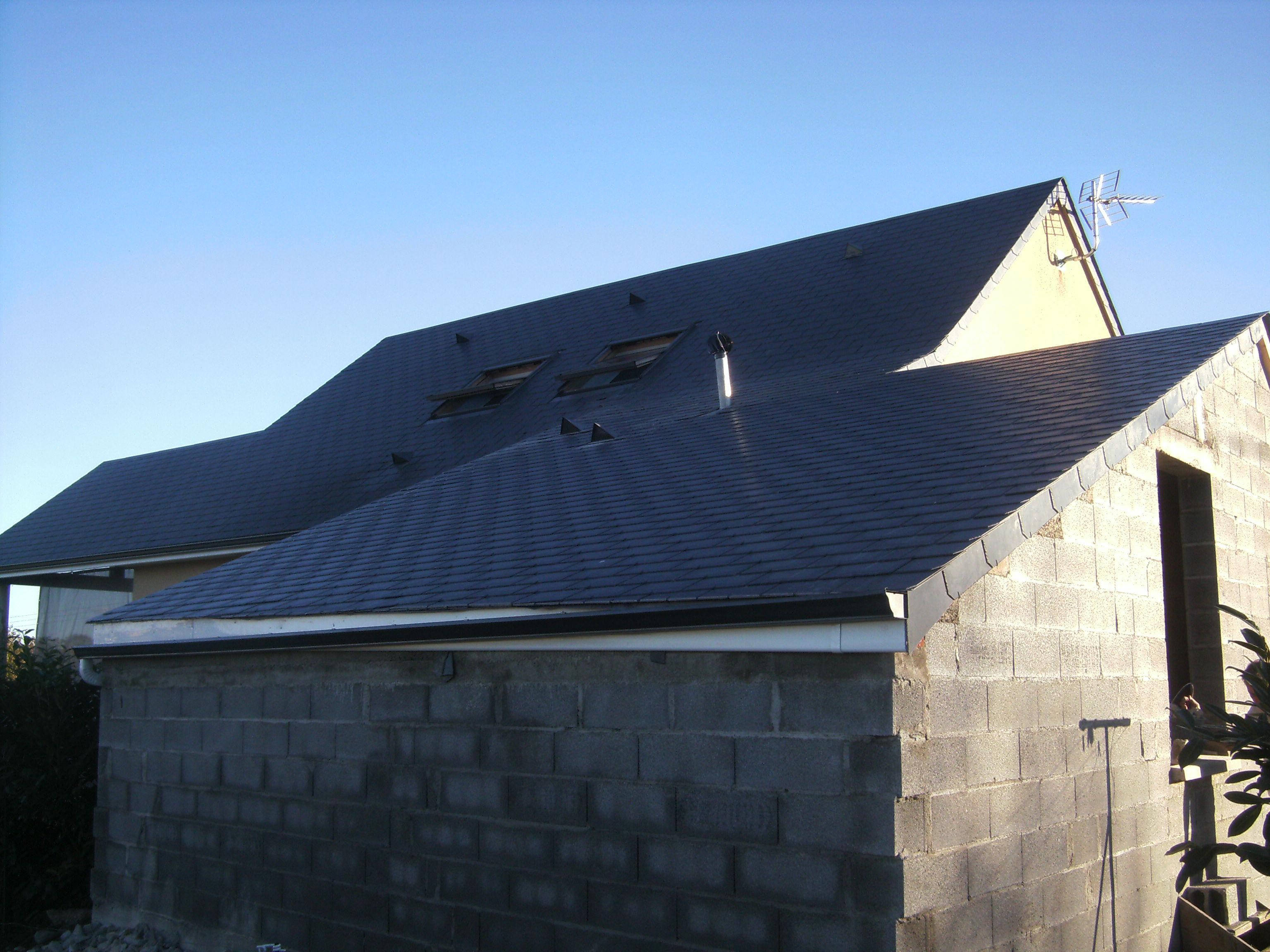 Logo de PELUHET Jean-Michel, société de travaux en Rénovation ou changement de votre couverture de toit