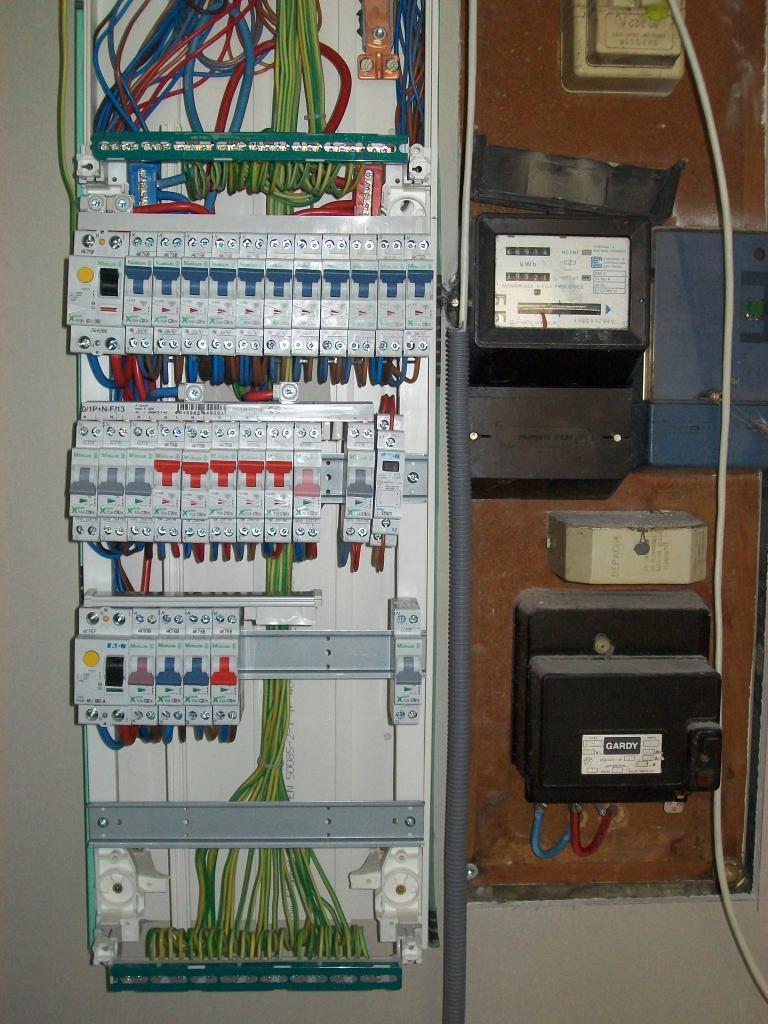 COLLIOT, artisan spécialisé en Installation électrique : rénovation complète ou partielle