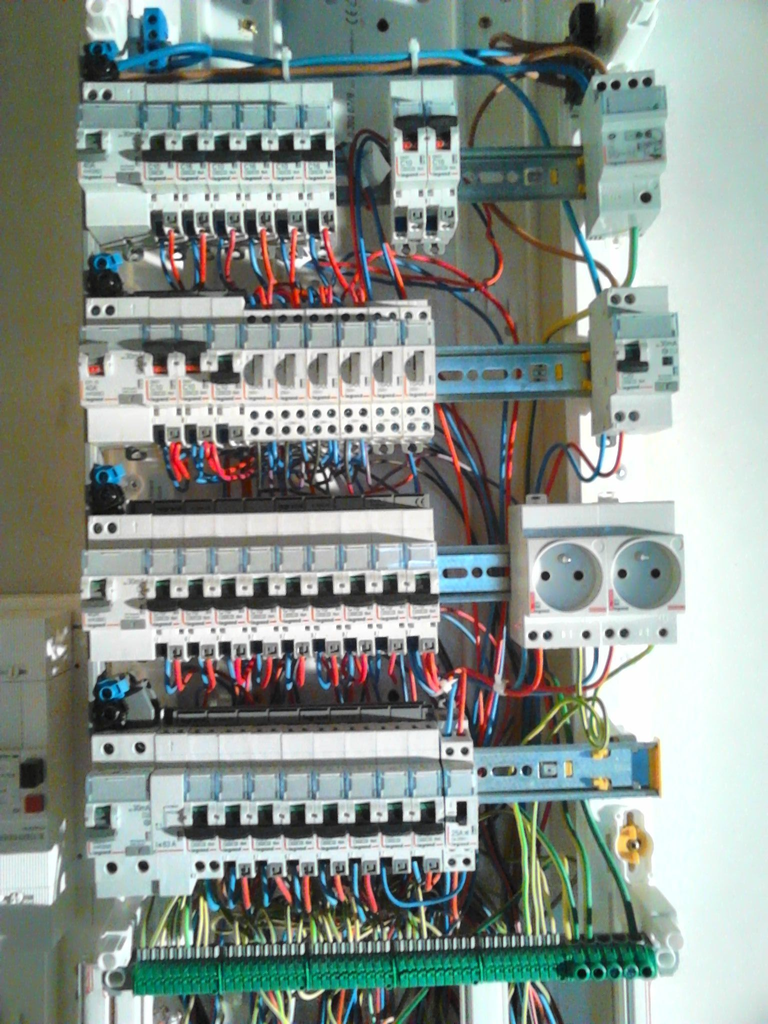 Logo de ABRI, société de travaux en Installation électrique : rénovation complète ou partielle