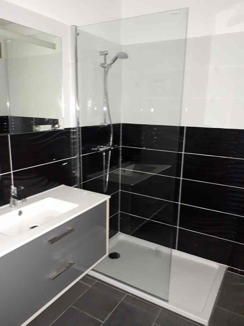 Logo de Ben bleue rouge, société de travaux en Fourniture et installation de lavabos, baignoires, douches, WC...
