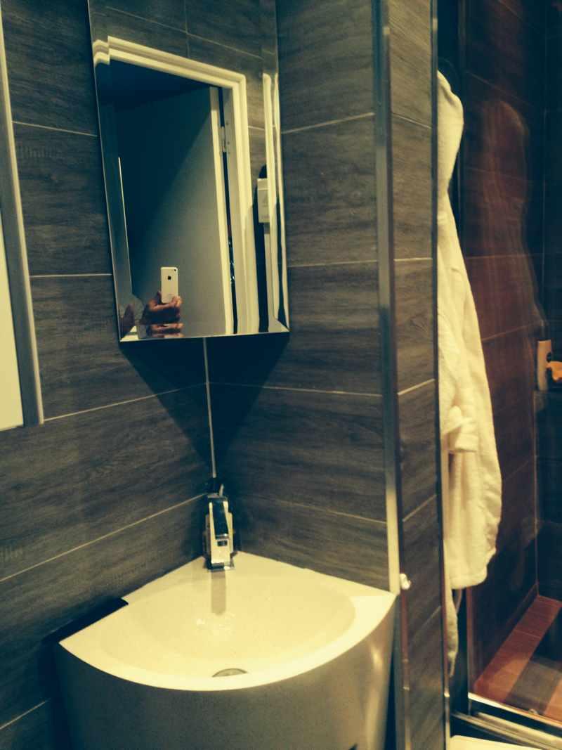 Logo de CBO/H20, société de travaux en Fourniture et installation de lavabos, baignoires, douches, WC...