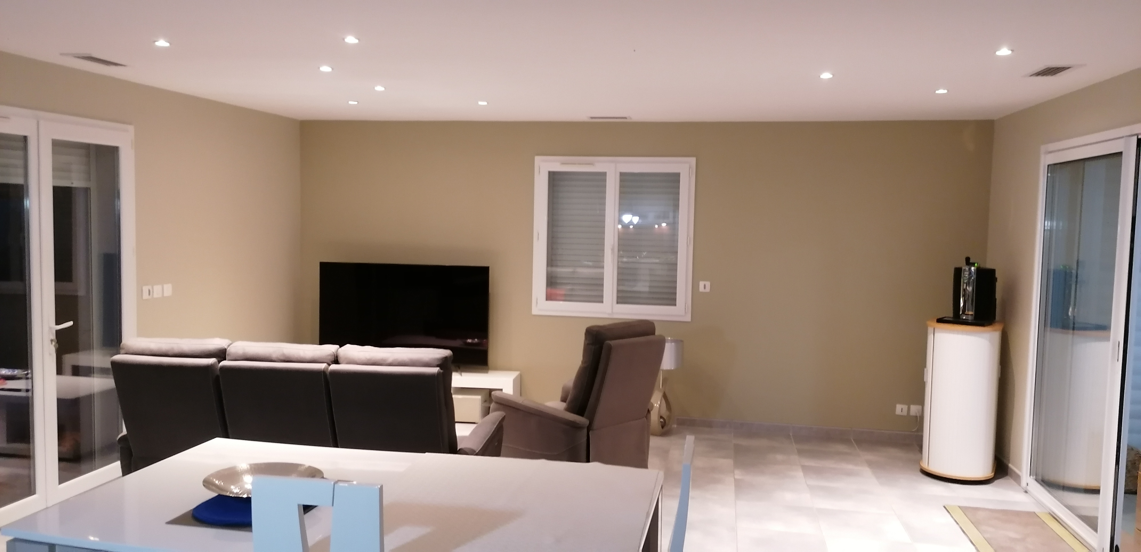 88305953700018, artisan spécialisé en Peinture : mur, sol, plafond